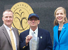 Harvey Steele, the 2016 UNOS National Donor Memorial Award of Excellence recipient, pictured with Betsy Walsh, OPTN/UNOS president, and Brian Shepard, UNOS chief executive officer.
